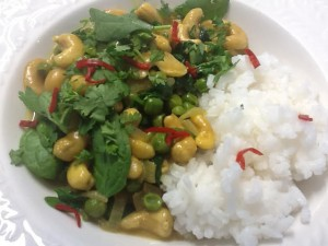 Cashew, Pea and Spinach Curry